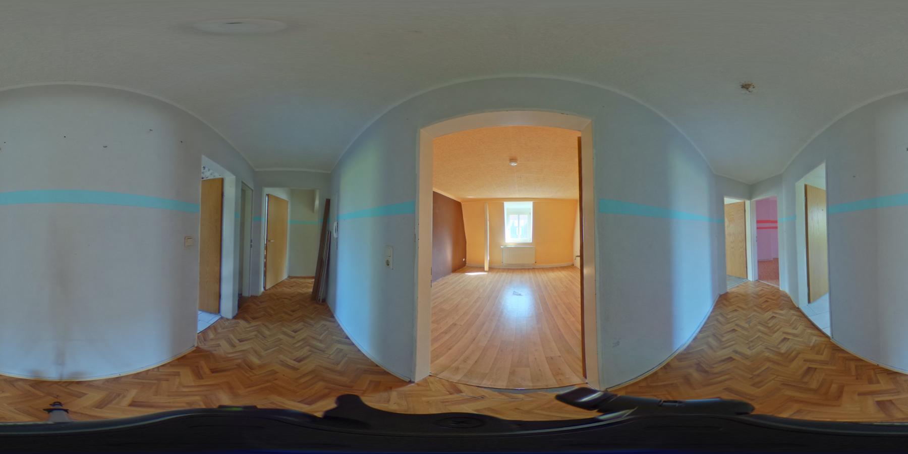 3 Monate mietfrei - dafür renovieren - mit Garten + Balkon - 3OG 360 Grad