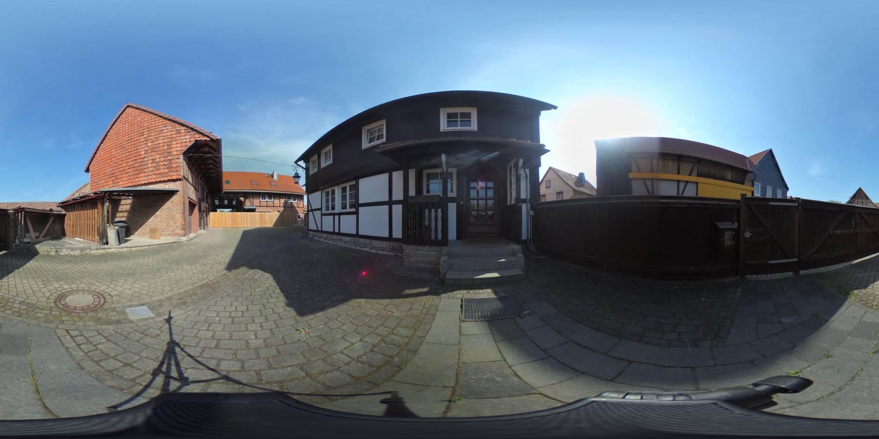 VERKAUFT - Ein Familienhaus auch für zwei Familien in Wasserleben. 360 Grad